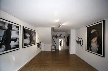 kunst galerie. Black Bedroom Furniture Sets. Home Design Ideas